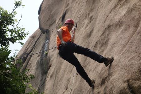 此次拓展训练营在日照九仙山风景区展开.